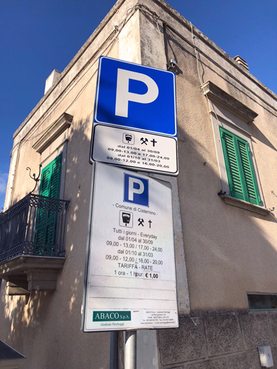 cartello parcheggi a pagamento