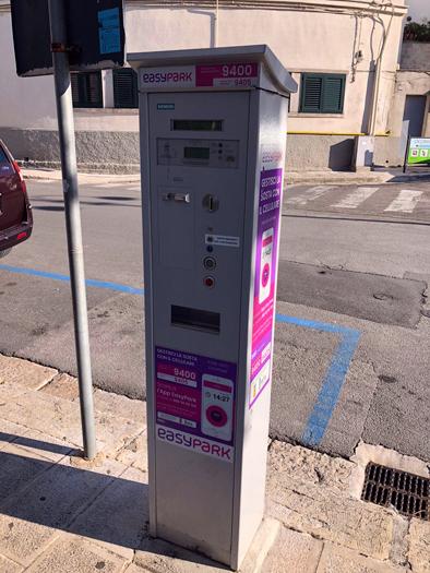 parcheggi gratis a cisternino, colonnina