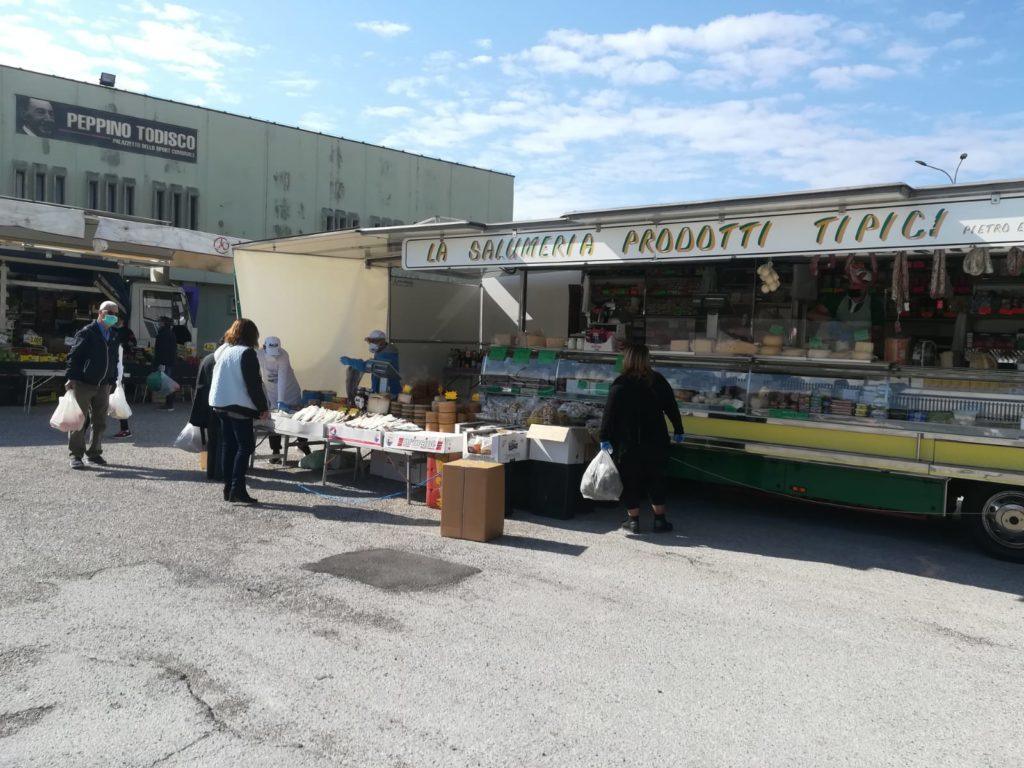 cisternino mercato alimentare del lunedi