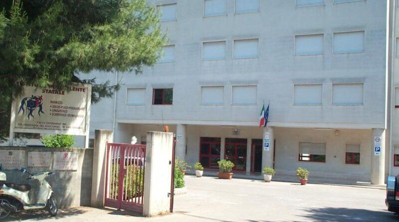 Sospensione attività scolastiche in presenza anche in Puglia