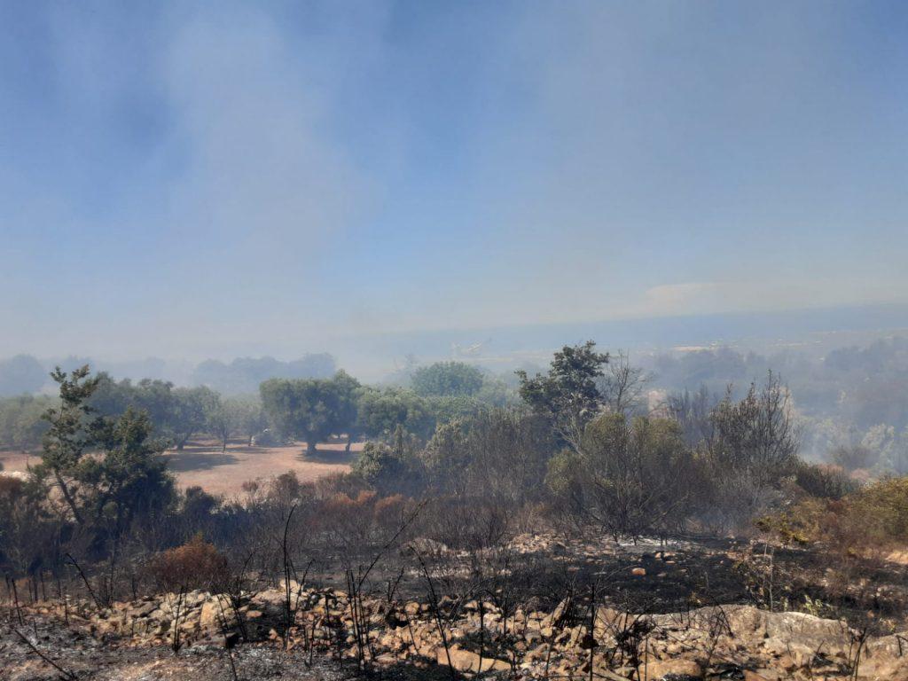 fiamme tra i colli di Ostuni e Cisternino